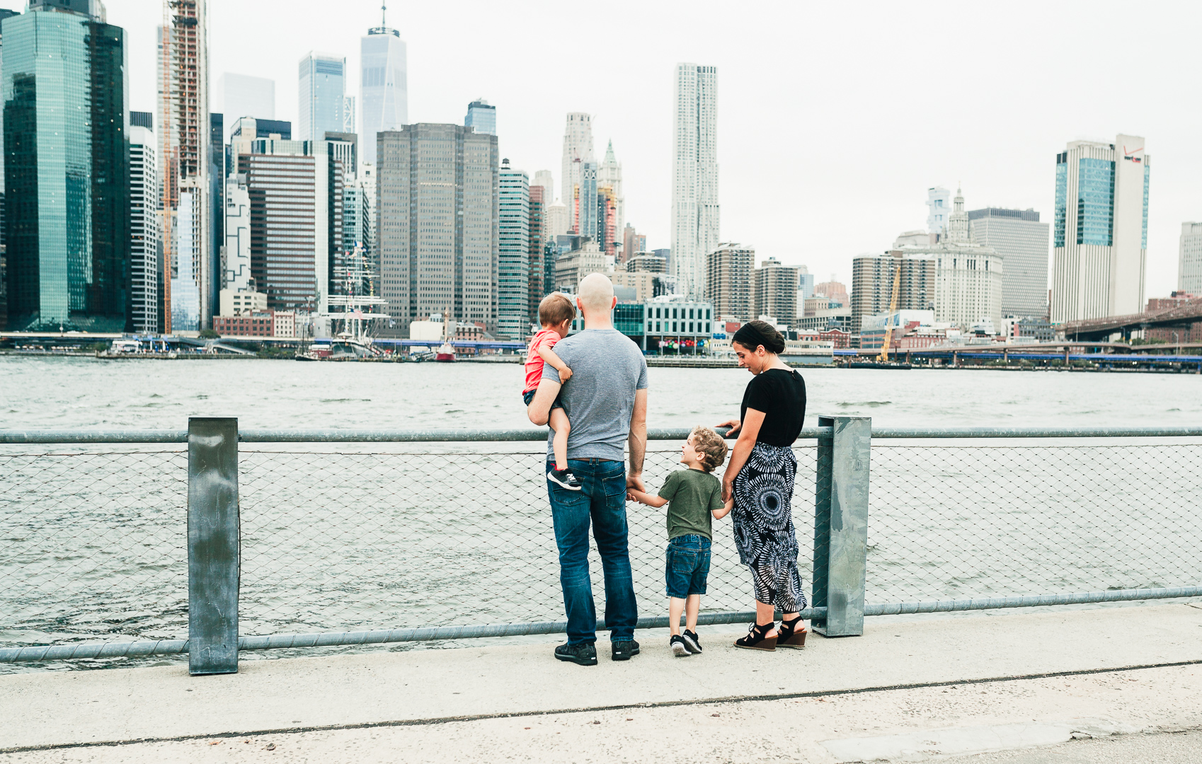 family at brooklyn bridge park brooklyn family lifestyle photographer 4