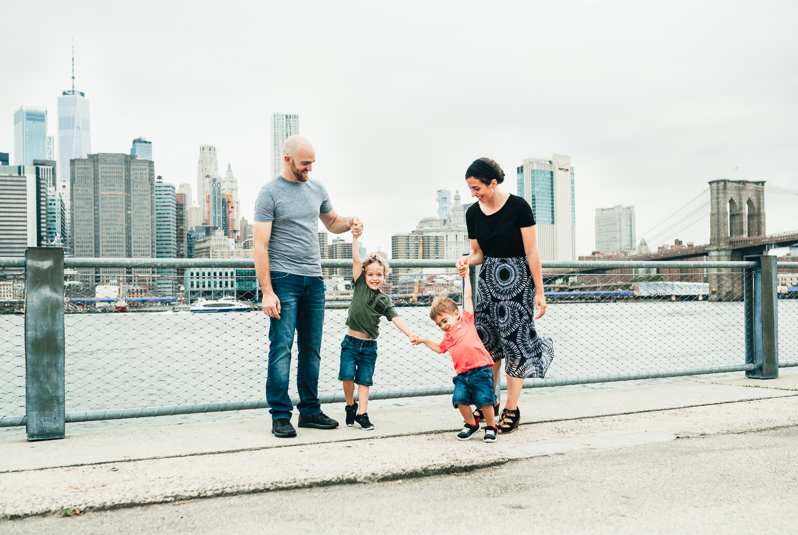 family at Brooklyn Bridge Park brooklyn family lifestyle photographer 2